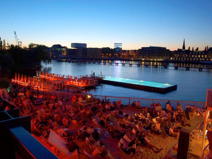 Badeschiff #Germany #Berlin #Tyskland #City #Stad #Kreuzberg #Travel #Resa #Resmål #Europe #Europa #Swimmingpool #Badeschiff #Yoga #Beach #Bar #Strandbar #Strand #Party #Hipster
