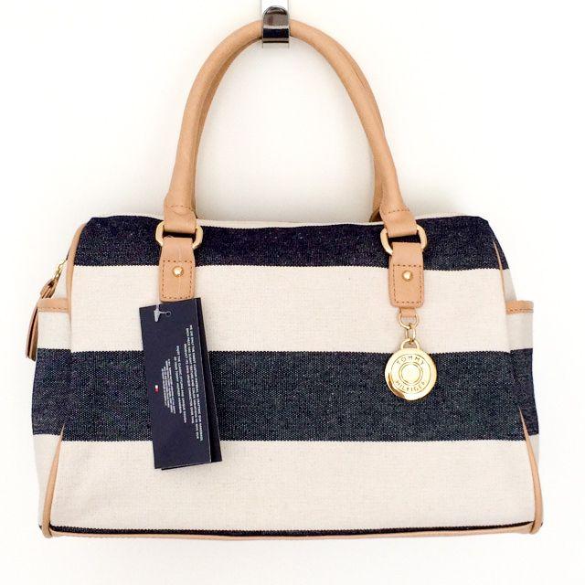 Tommy Hilfiger 6924455467 - 294₺ Kahve tonlarında şeritli, fermuarlı omuzda taşınan Duffel/Satchel çanta. Keten Kumaştır, Küçük boyuttadır. Sipariş için Arayabilir, SMS veya E-Posta yollayabilirsiniz.