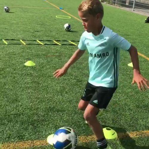 🔥 Träna upp fart och kontroll med koner och öva avslut på en Goal Shot.  #Football #Soccer #Fotboll #Allsvenskan #Laliga #Messi #CR7 #SerieA #Bundesliga #Individuellträning @__born_to_play__ https://video.buffer.com/v/5991fc5fcbc7f8250fd09b57