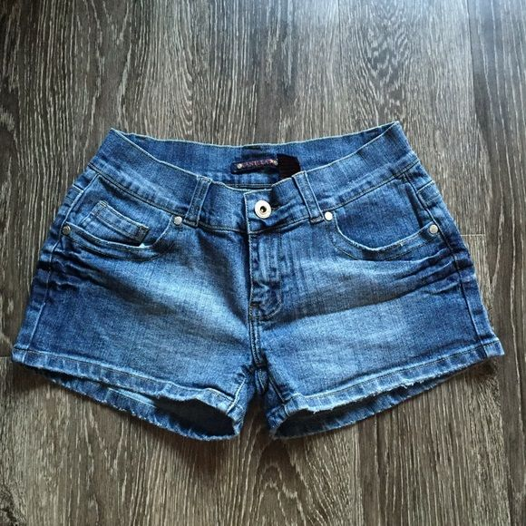 Denim shorts with back pocket detail The fraying on the bottom is part of the design. Vanilla  Shorts
