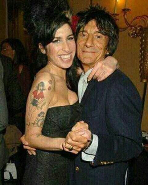 Amy Winehouse dancing with Ron Wood !! mythic !!.