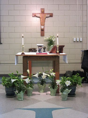 Casual Service Easter Flowers by trinitybatonrouge