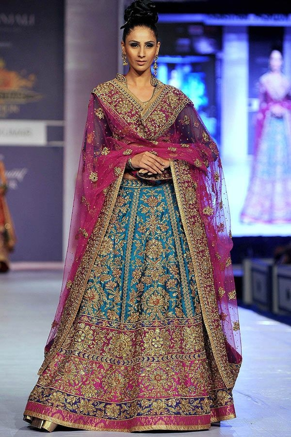 A model showcases a creation by designer Ritu Kumar during a fashion show at the Rajasthan Fashion Week (RFW) 2013 in Jaipur on May 11, 2013.