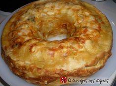 Πολύχρωμη πίτα * Όνειρο * #sintagespareas Κόψτε σε κυβάκια όλα τα υλικά και ανακατέψτε τα σε μια κούπα με τα αυγά, το γιαούρτι και τα τυριά. Λιώστε τη μαργαρίνη και αλείψτε μ' ένα πινέλο τα τοιχώματα της φόρμας. Τοποθετήστε το πρώτο φύλλο σκίζοντας το ελαφρά στη μέση για να περνάει από την τρύπα της φόρμας. Αλείψτε με μαργαρίνη και βάλτε 2-3 κουτάλιες υλικό. Συνεχίστε το ίδιο και για τα υπόλοιπα φύλλα.  Ψήστε στους 180 .