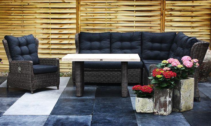 De loungeset Lisa is een zeer bijzondere #loungeset. In plaats van een standaard glasplaat op de tafel, heeft deze set een inlegblad van hout. Daarnaast is de kleur van deze loungeset Lisa een zeer speciale nieuwe kleur genaamd Silver.