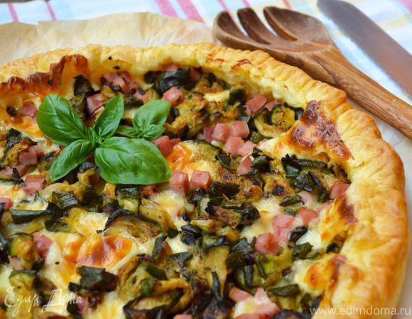 Сельский средиземноморский пирог  Очень простой и быстрый в приготовлении открытый пирог. Хорошо подойдет в качестве закуски перед основным блюдом. Угощайтесь! #готовимдома #едимдома #кулинария #домашняяеда #выпечка #пирогсоленый #средиземноморский #сельский #угощение #закуска #обед #ужин