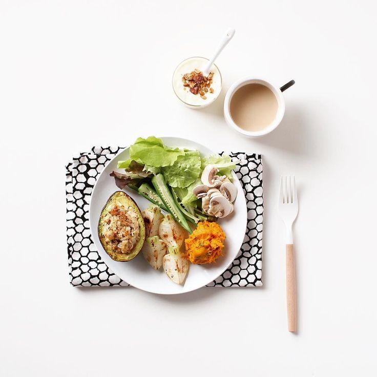 . . 最近野菜不足だったので野菜ワンプレートで 朝ごはん . サラダと焼いたカブと作り置きのかぼちゃサラダ ツナとアボカドのグラチネ バニラヨーグルトにグラノーラをパラパラ . 色々撮りたいと言っておきながら 結局やっぱり食べ物ばかりです 今週も頑張りましょう . . #breakfast #morning #instafood #vegetable #instadaily #ikea #visionglass #朝ごはん #朝食 #うちごはん #ワンプレート #野菜 #日々 #暮らし by at_bobby