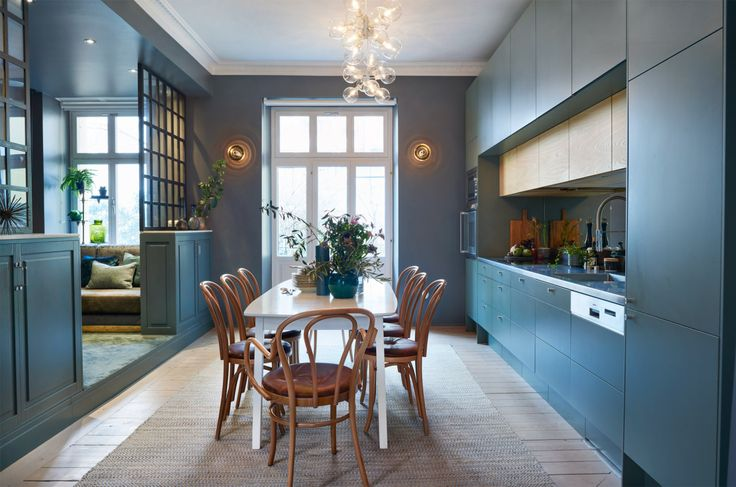 http://gravityhome.tumblr.com/post/145558181192/dark-coloured-home-with-a-bright-pink-door-via