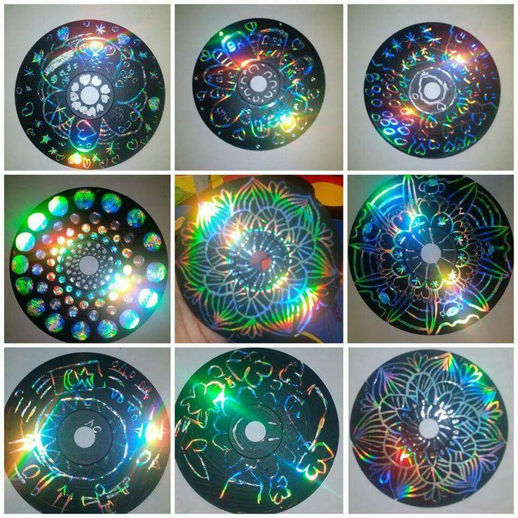 Kratzbilder aus alten CDs - CD mit Acrylfarbe anmalen. Trocknen lassen. Und mit etwas spitzem Muster reinkratzen :)
