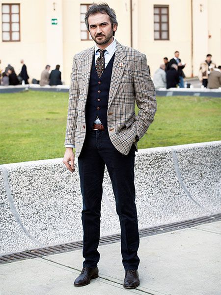 ダークトーンの脇役により、チェックジャケットの存在感が引き立ちます。   メンズファッションの決定版   MEN'S CLUB(メンズクラブ)