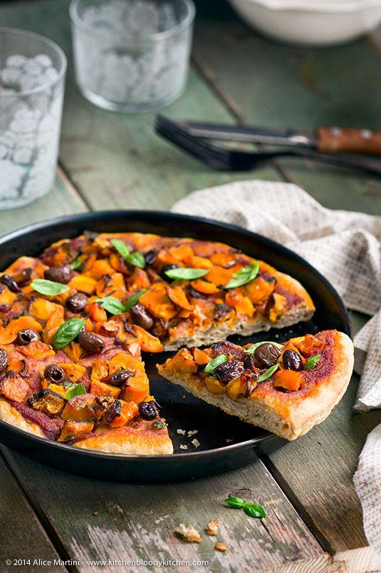 Pizza in teglia al farro con zucca e olive taggiasche con licoli