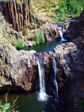 Foto de Cascadas del Aljibe y pueblo de Matallana circular, Sierra de Ayllón.