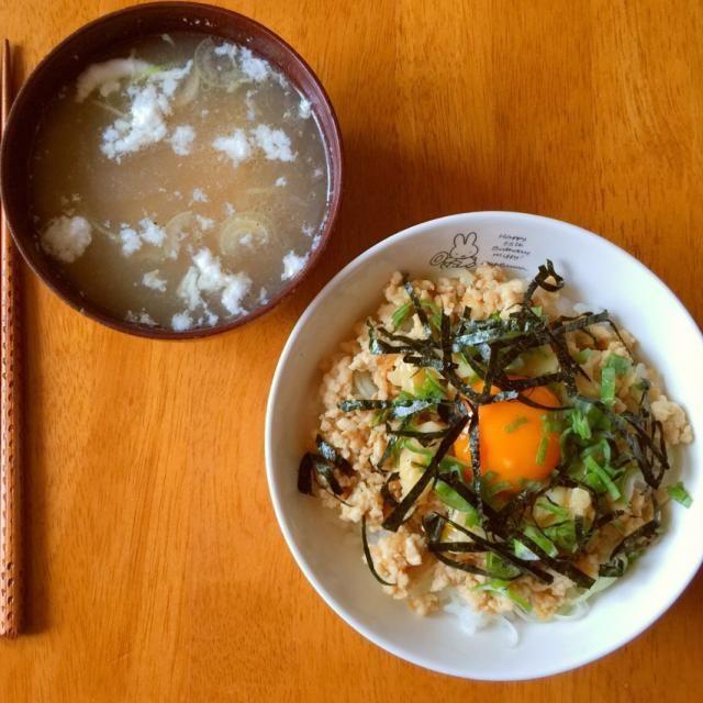 こらえきれずに作ってしまいましたー(≧∇≦) Naoさんに教わった鶏そぼろ丼♪ 卵黄とって余った卵白を使って中華風スープに(笑) - 85件のもぐもぐ - Naoさんの料理 (≧∇≦) 鶏そぼろ丼 ❤ 人生初チャレンジ♪ by shohnantacorice