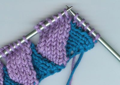 Tutorial for entrelac knitting! Seems simple after this photo tutorial. Must give it a try after this! | See more about Knitting, Tutorials and Knitting Tutorials.