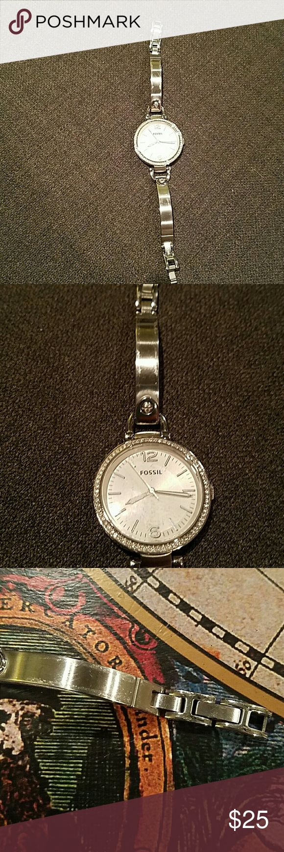 Fossil watch Silver Cute watch. Battery is dead and just needs to be replaced. Links are easy to unhook and remove. No additional links available. Worn every now and then Fossil Accessories Watches