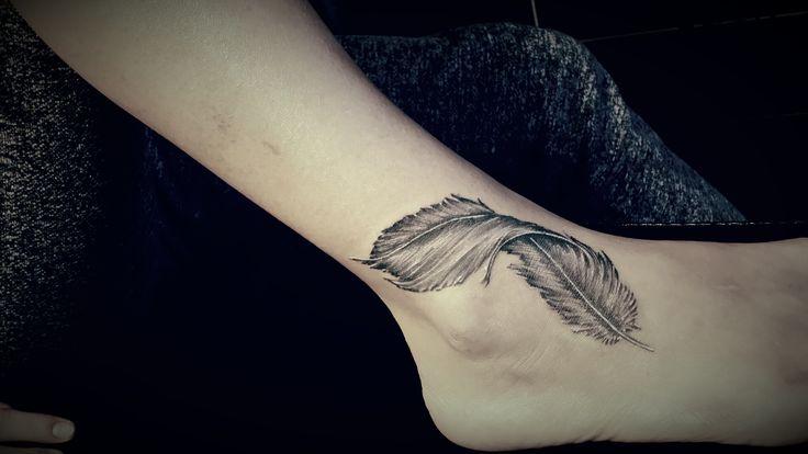 feather tattoo / tatuaż piórko