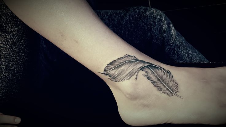feather tattoo / tatuaż piórko