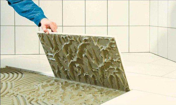Выбираем клей для плитки В последнее время плитка все больше используется не только для облицовки стен и полов на кухне и в ванной, но и полов в прихожей, гостиной и даже спальне. Все дело в том, что плитка – идеальный вариант для теплых полов, так как является наиболее теплопроводным материалом. А чтобы плитка долго прослужила, ее надо посадить на правильный клей. Для укладки плитки есть разные клеевые растворы. Клей для плитки должен соответствовать следующим характеристикам: высокая…