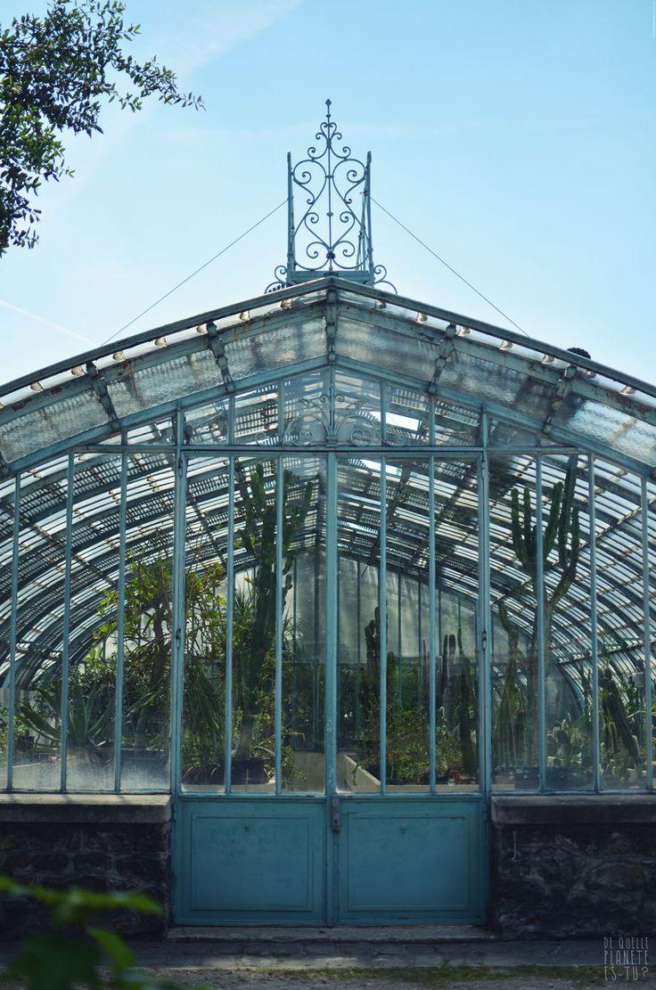 [Jardin des Serres d'Auteuil] Un parc juste à l'ouest de Paris, parfait pour une petite promenade. Plusieurs serres ouvertes tout au long de l'année pour découvrir les arbres et plantes.