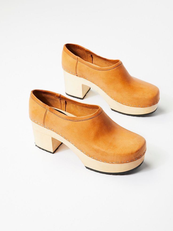 Bettan Clog | Classic leather clogs with a slight wooden platform and heel for a vintage-inspired aesthetic.    * Sturdy rubber soles