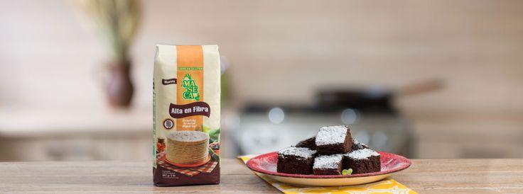 Ingredientes: 4 tazas de Maseca Alta en fibra 4 bananos maduros procesado 1 taza de cocoa en polvo 2 barras de chocolate de leche derretido 6 huevos 1 barra de mantequilla derretida 4 cdas de polvo de hornear 1 taza de yogurt natural 1 taza de azúcar oscura gruesa 1/2 taza de agua 1 taza…