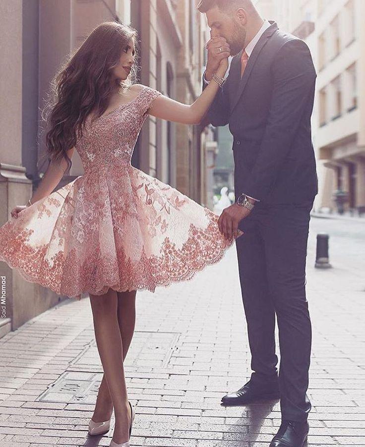 QUERO VOCÊ Quero você de um jeito assim: De frente De costas Ereto pra mim...  Quero todas suas fantasias Caras e bocas  Línguas e loucas Babar de alegria... Quero você Com toda euforia Quero você desse jeito assim... Completamente pra mim... MárciaMarko