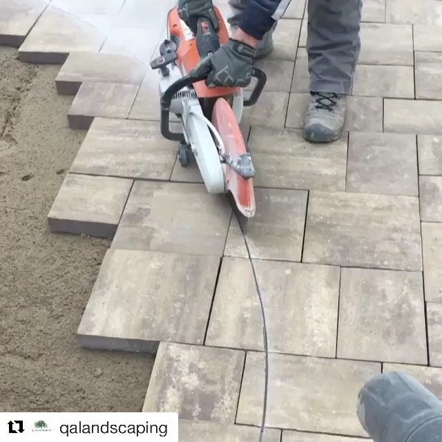 """Crafting crazy curves like its nothing."" - @qalandscaping    Are you passionate about what you do? Send us a DM - we want to share you on @heart.grit.hardscape.    #heartgritandhardscape #themodernlandscaper #hardscape #hardscaping #landscaping #landscaper #tools #hardscapebrotherhood #paver #pavers #mason #masonry #driveway #design #stihl #stihlusa #stihlpower #patio #walkway #carving #art #artist #hgtv #outdoorliving #concretesaw #dust #contractor"