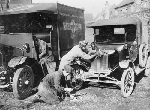first aid nursing yeomanry fany ambulance drivers attending to their cars at st omer 28. Black Bedroom Furniture Sets. Home Design Ideas