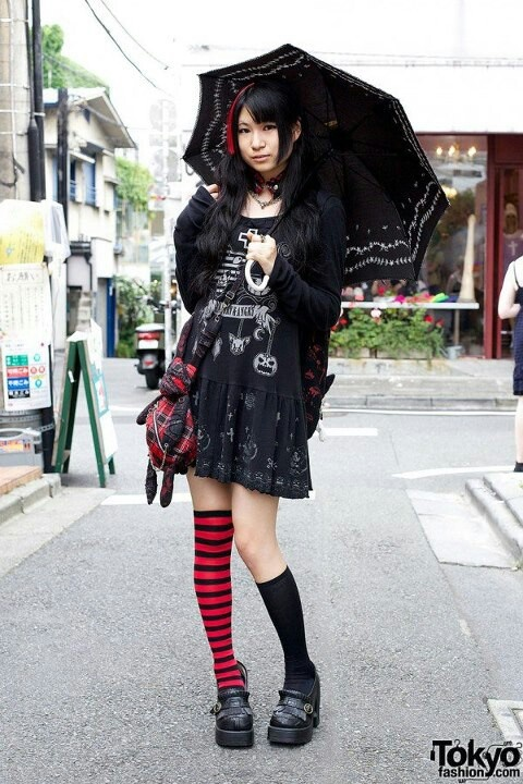 Goth girl im Harayuku.Tokyofashion.com
