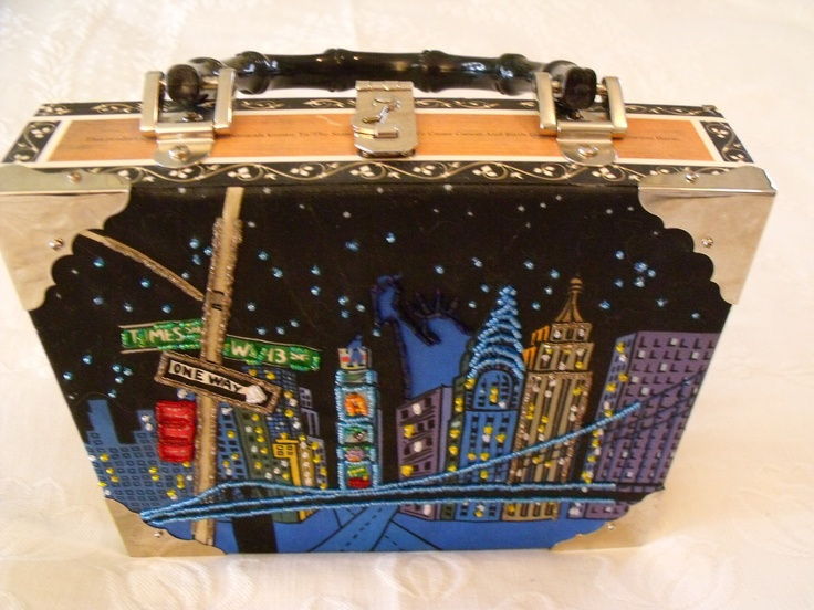 **SOLD!** NWOT WOODEN CIGAR BOX PURSE ~NYC CITYSCAPE~BLACK BAMBOO HANDLE~ACCESSORY HOLDERS