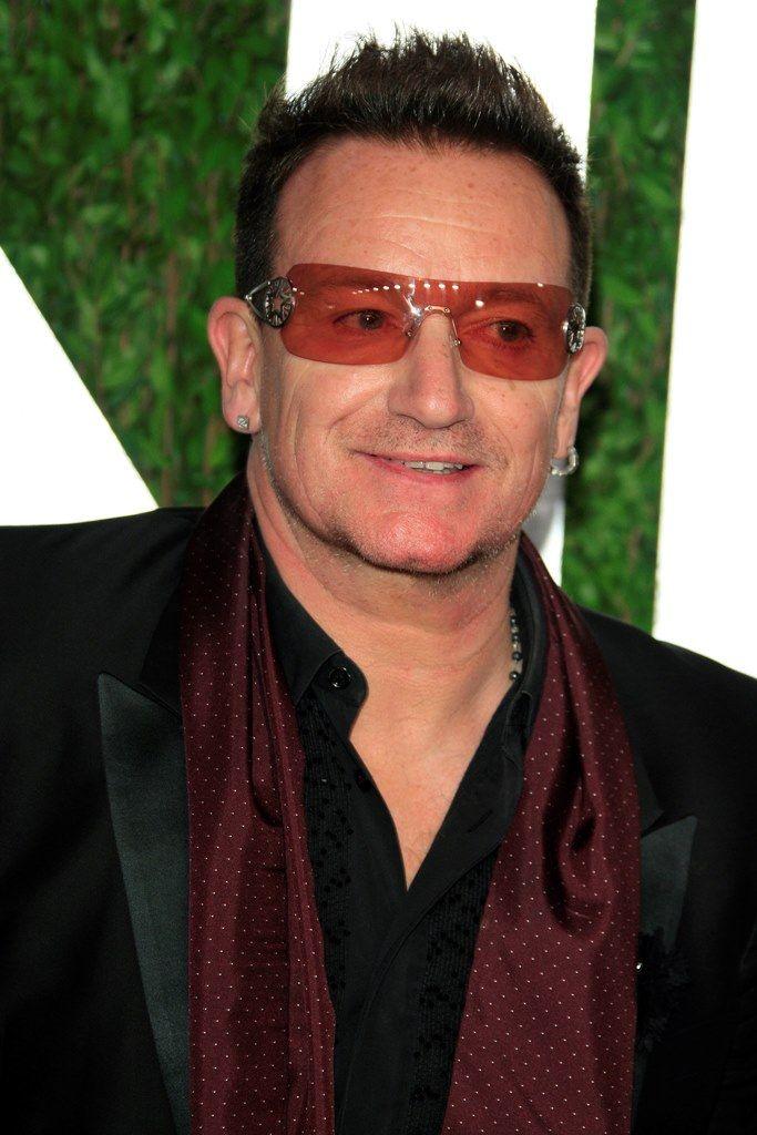 Bono:   Ο frontman των U2 είναι ο ιδρυτής του ONE International, μιας οργάνωσης που στηρίζει τους ανθρώπους που έχουν χτυπηθεί από το AIDS και καταπολεμά την παγκόσμια φτώχεια σε αναπτυσσόμενες χώρες κυρίως της Αφρικής,