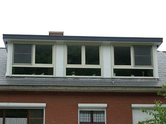 De dakkapellen van Comforthouse zijn beter geïsoleerd dan de traditionele dakkapel. Ze hebben een isolatiewaarde vanaf RC-waarde 3.5 m2 K/W en dat is energiebesparend. Ontdek de andere voordelen op onze website.