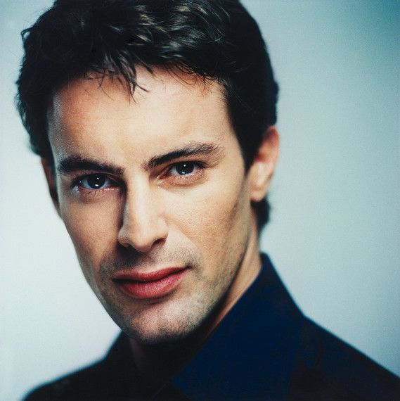 *-* Gedeon Burkhard * 3. 7. 1969, Mnichov, Německo, je německý herec a dabér. Výška: 178 cm