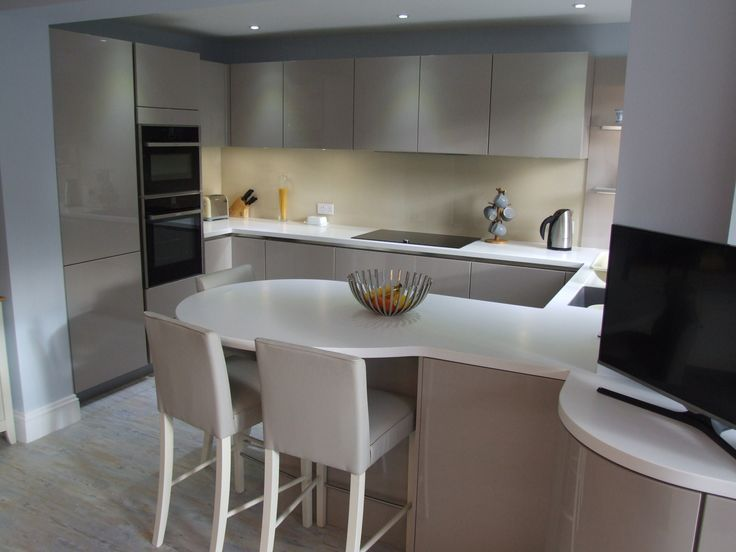 Mat white worktops with cashmere gloss units google for Cashmere kitchen units