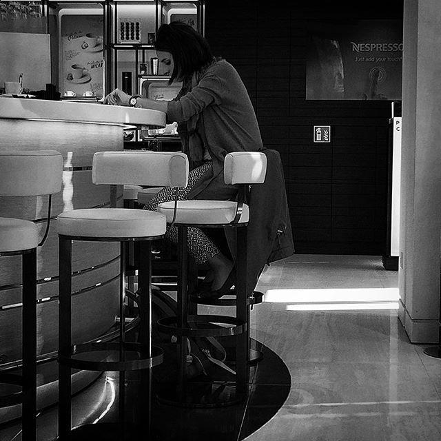 """""""Et c'est comme ça dans tous les bars Quand une femme est seule au comptoir."""" #stephaneicher"""