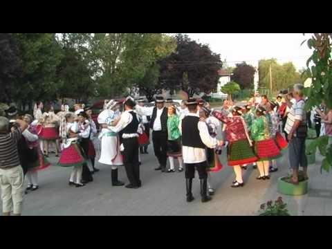 VIDEO: Traditional Hungarian wedding in folk costumes /lakodalmi menet népviseletben