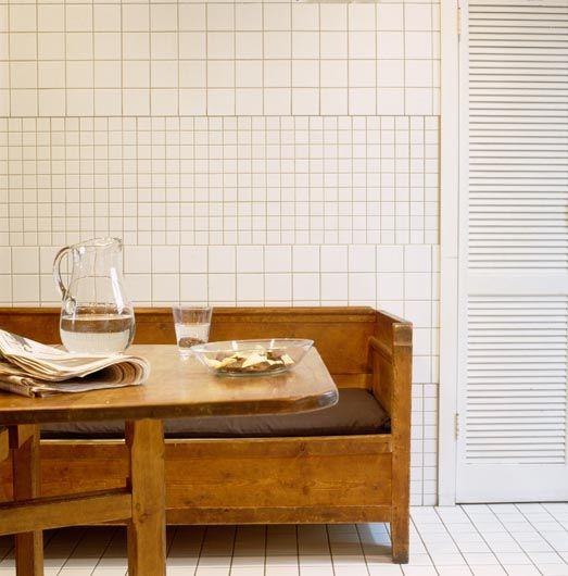Friese witjes en metrotegels om de saaie witte muur te 'breken' - Roomed | roomed.nl