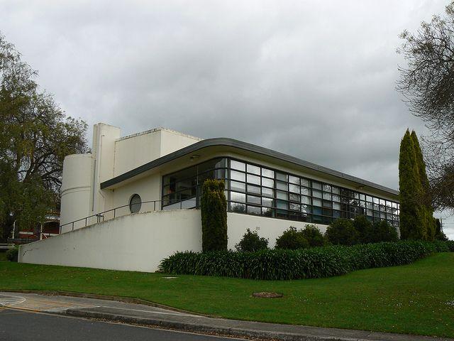 367 best art deco streamline houses images on pinterest for Streamline moderne house plans