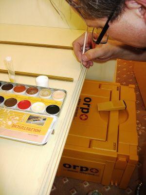 Doktor interiéru - Oprava odřených hran nábytku, oprava odloupnuté barvy, oprava vrypů, dokreslení linek, #oprava, #lakování, #dveře, #zárubně, #obložky, #repair, #Instandsetzung, #Reparatur, #furniture, #Möbel