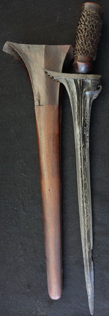 Antique Balinese Patrem Women's straight bladed Keris. Keris Patrem often referred to as talismanic keris due to its smaller size. Arabic Script on the Blade - possibly Koranic verse. Hilt plaited hair.