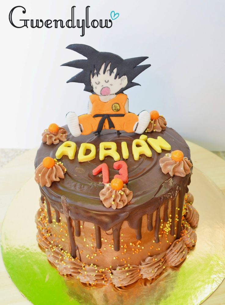 Tarta Chocolate chorreante con topper de Goku (Dragon ball)