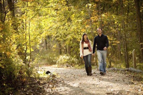 Il existe de nombreux moyens de booster notre niveau de bonheur. Certains, comme l'exercice, les balades en pleine nature, la musique, le chocolat, ou l'altruisme sont approuvés par les neurosciences pour doper les niveaux de dopamine et de sérotonine.