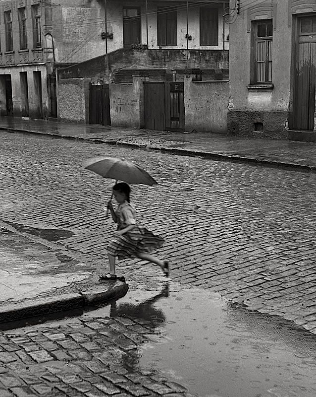 luzfosca:    German Lorca  Menina na Chuva, 1951Photos, German Lorca, Umbrellas, Regen Rain, Rainy, Fashion Zone, Bw Photography, Fashion Looks, Fashion Women