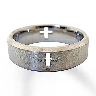 This handsome wedding band for him features cutout crosses for bold style. Crafted in titanium.