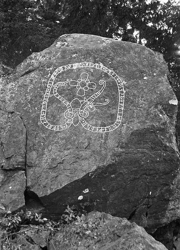 """Runic inscription at Kiholm, Södermanland, Sweden. Runic inscription (Sö 344) on a rock by the Södertälje Bay north of Kiholm. The inscriprion says: """"Odbjörn and Sigbjörn and Gudbjörn, those brothers had this stone cut in memory of Björn, their hale father."""""""