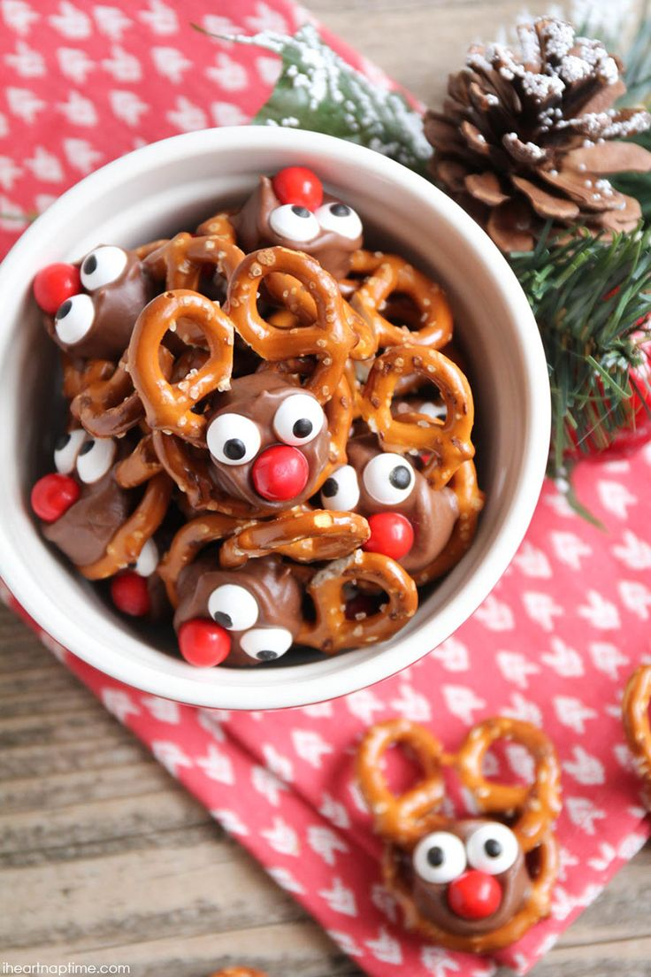 Rolo Pretzel Reindeer - these tasty reindeer treats are perfect for the holiday season and so easy, your kids will love to help you make them!
