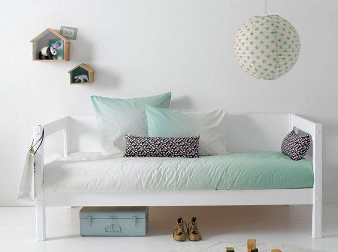 les 25 meilleures id es de la cat gorie chambre troite sur pinterest appliques de chambre. Black Bedroom Furniture Sets. Home Design Ideas