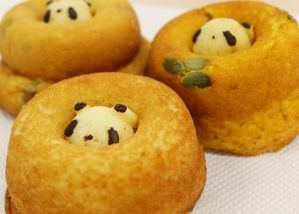 穴からパンダがひょこっ。「パンダドーナツ」を食べて心の穴を埋めてみた