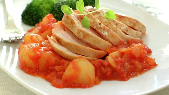 Kyllingfilet med poteter i tomatsaus - Sunn - Oppskrifter - MatPrat