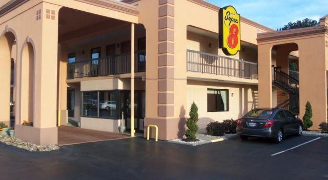 Super 8 West Motel Knoxville - 2 Star #Motels - $60 - #Hotels #UnitedStatesofAmerica #Farragut http://www.justigo.ca/hotels/united-states-of-america/farragut/super-8-west-motel-knoxville_115984.html
